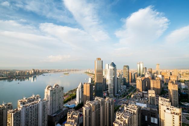 朝焼け、美しい近代的な都市、中国の上海外und