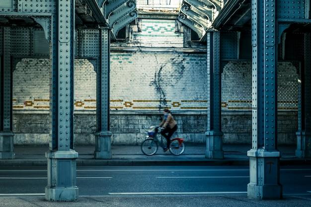 金属橋の下、フランス、リヨン
