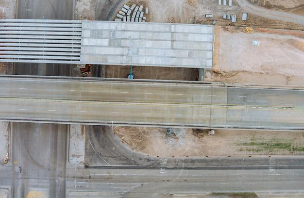 米国高速道路の改修中の道路修復橋の再建中