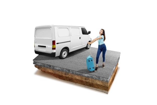 車と白い背景のスーツケースで立っているアジアの女性と通りが上にある断面地球の地下土壌層