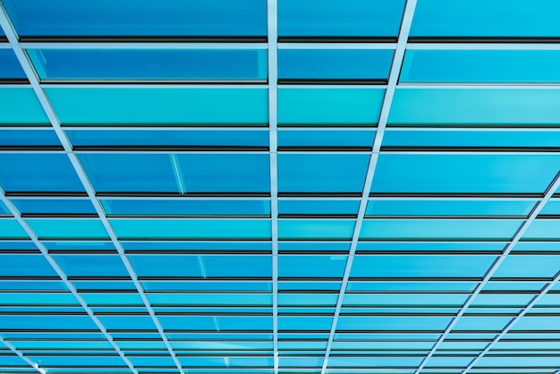 강철 파란색 유리 고층 건물 고층 빌딩에 대한 파노라마 및 투시도 밑면