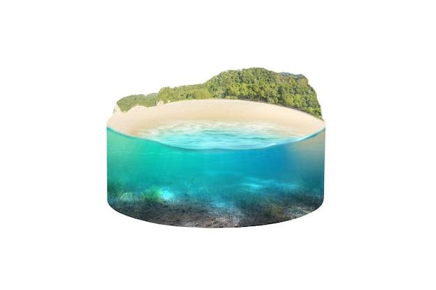 언덕 전망이 있는 해변에서 푸른 물의 수중 전망. 환경 개념
