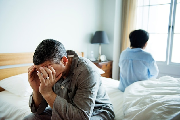 不幸な夫婦がお互いに話をしていません。