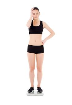 Несчастная женщина на весах над белой