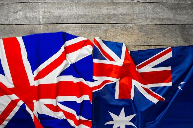 유니온 잭 국기와 회색 나무 배경 평면도에 호주 국기