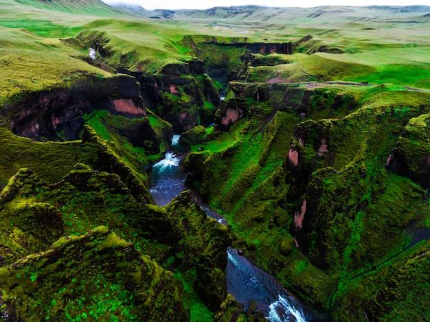 Уникальный ландшафт fjadrargljufur в исландии.