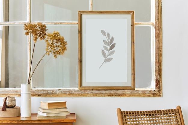 디자인 장식이있는 현대적인 스타일의 인테리어의 독특한 거실, 오래된 창문의 포스터 프레임, 책 및 가정 장식의 우아한 pesronal 액세서리를 조롱하십시오. 주형.