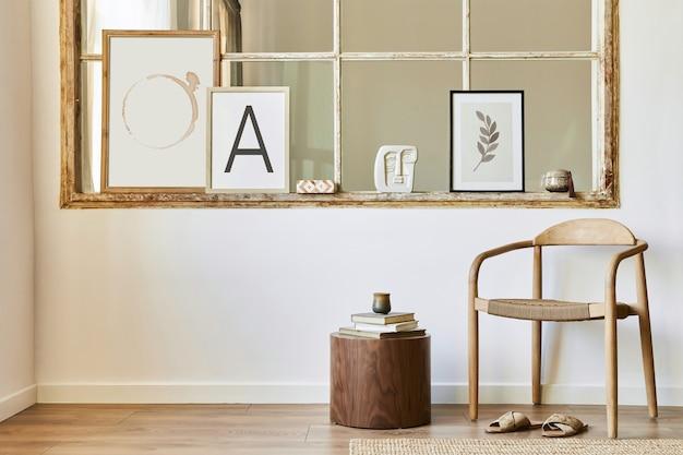 デザインの木製の椅子、スツール、装飾、古い窓のフレーム、本、家の装飾のエレガントなアクセサリーを備えたモダンなスタイルのインテリアのユニークなリビングルーム。
