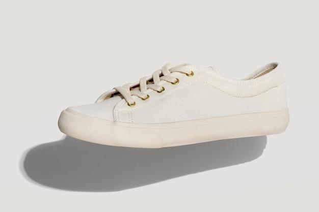 ユニセックスの白いスニーカー