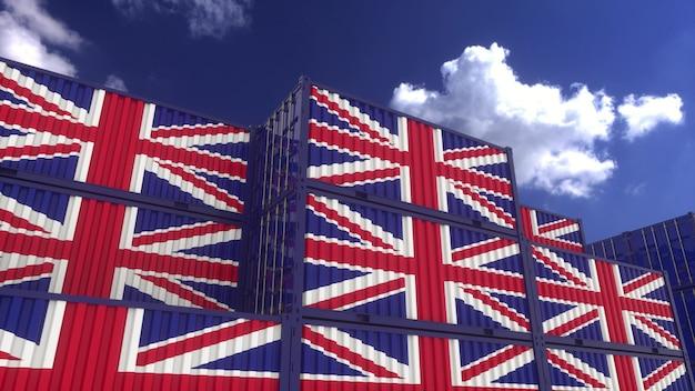英国旗コンテナはコンテナターミナルにあります。英国のエクスポートまたはインポートの概念、3dレンダリング。