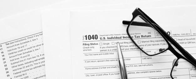 재정 서류를 사용한 수익보고 준비를위한 미국 미국 irs 국세청 소득세 신고 양식 1040