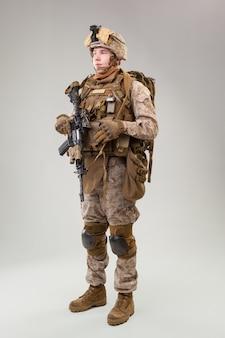 アサルトライフルとアメリカ陸軍海兵隊レンジャー
