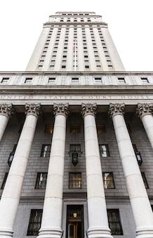 Здание суда соединенных штатов. фасад здания суда с колоннами, нижний манхэттен, нью-йорк