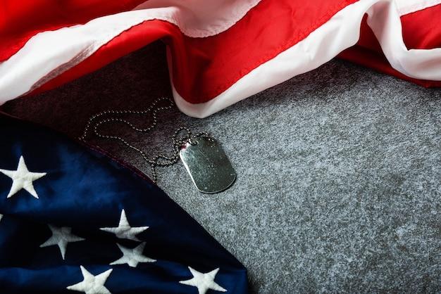 アメリカ合衆国の旗とタグチェーン