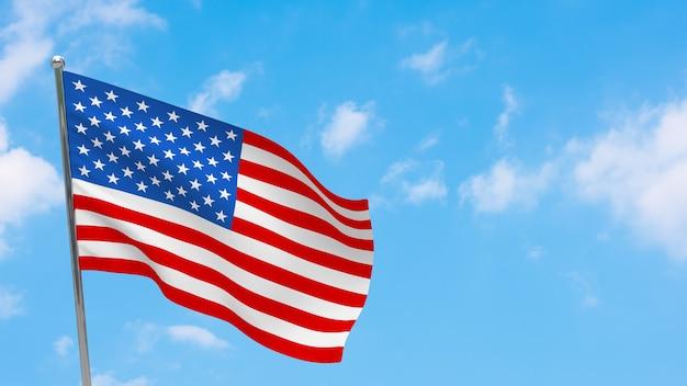기둥에 미국 국기입니다. 파란 하늘. 아메리카 합중국의 국기
