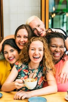 多様性女性はunity together conceptを社会化する