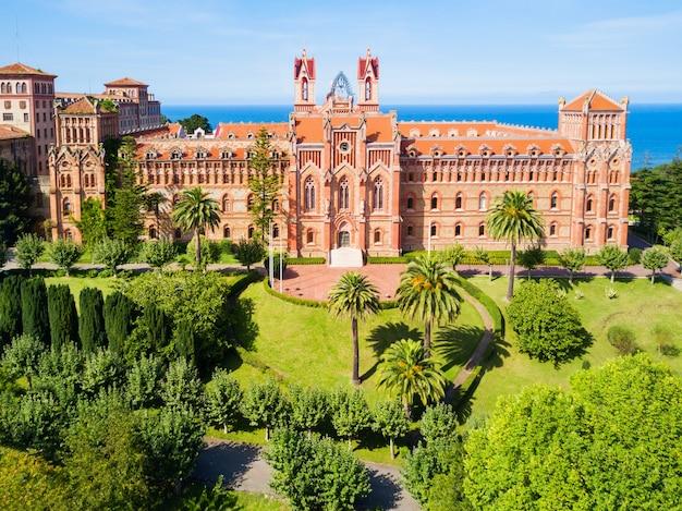 Университетский центр или папский университет комильяс или понтификационный университет - частный университет в комильясе, испания.