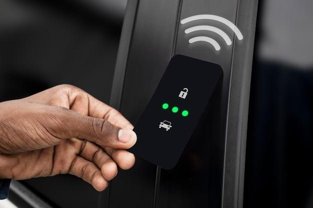 Sblocco della portiera dell'auto con smart card