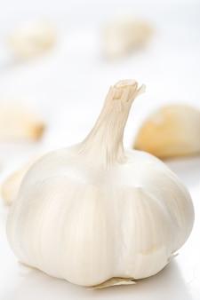 Unpeeled garlic