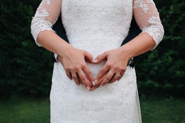 До неузнаваемости пара фотографирует в день свадьбы
