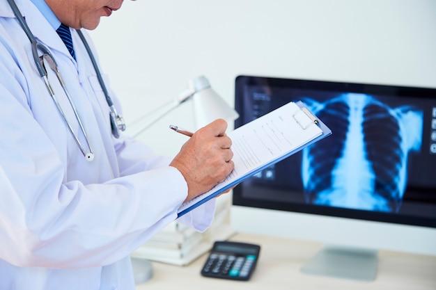 의료 기록을 가진 인식 할 수없는 의사