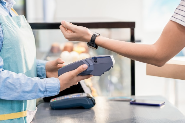 Unrecognizable woman paying by nfc