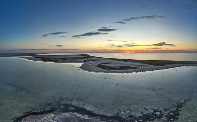 Необычные острова на красивом озере