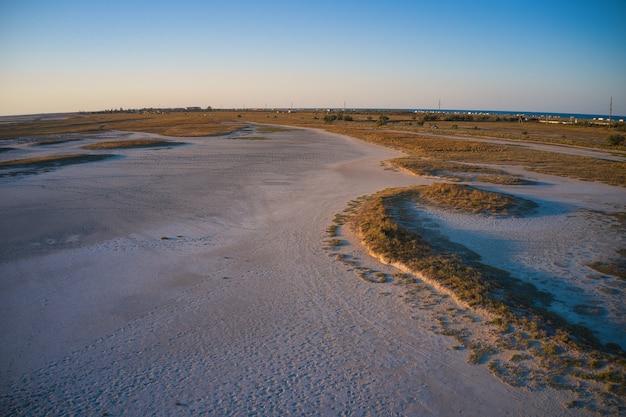 Необычные острова на великолепном озере и вид с камеры дрона
