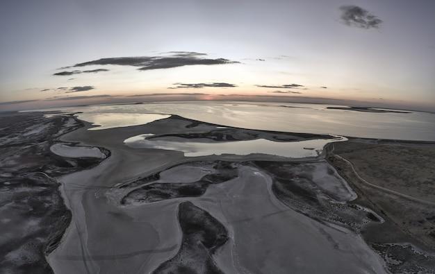 Необычные острова на озере сиваш, вид сверху, дрон-камера