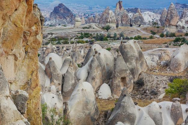 トルコ、カッパドキアの異常な岩層 Premium写真