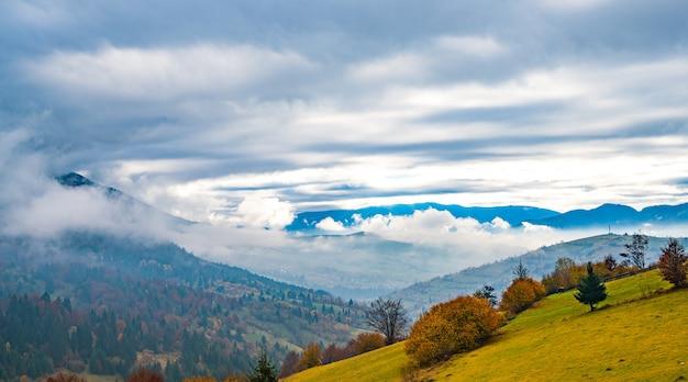 Необычайно красивая природа карпат на красивых холмах