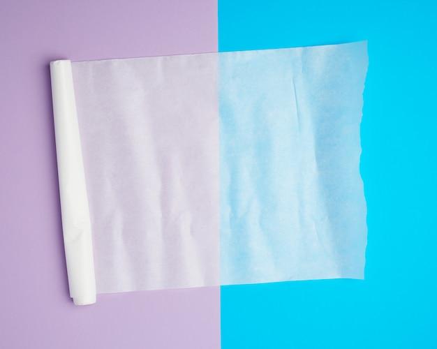 Unwound white parchment baking paper