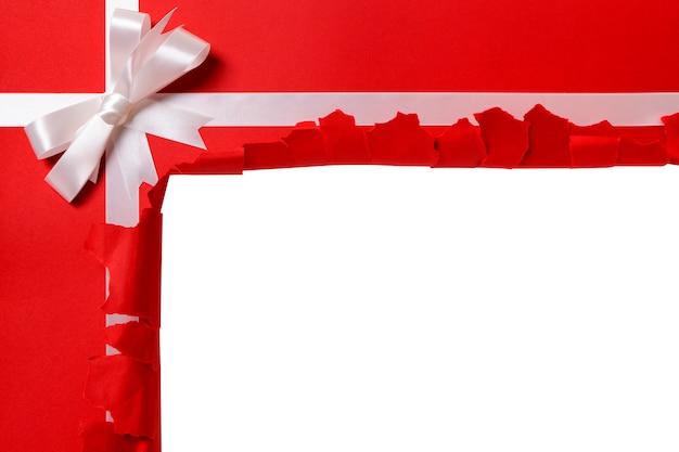 Рождественский подарок разорвана