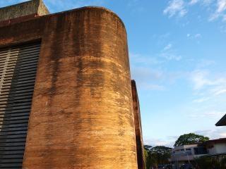 Up aldaba hall, bricks
