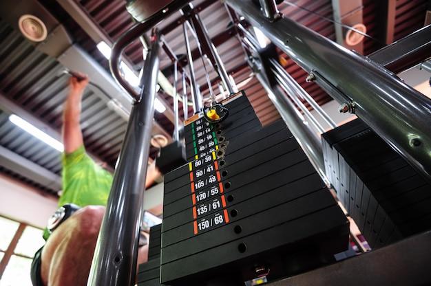 Upper traction gym machine