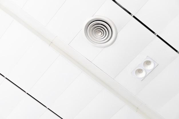 Белый потолок с неоновыми лампочками в uprisen view.as background interior