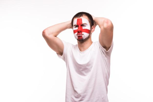 Sconvolto perdente supporto del fan della squadra nazionale dell'inghilterra con la faccia dipinta isolato su sfondo bianco
