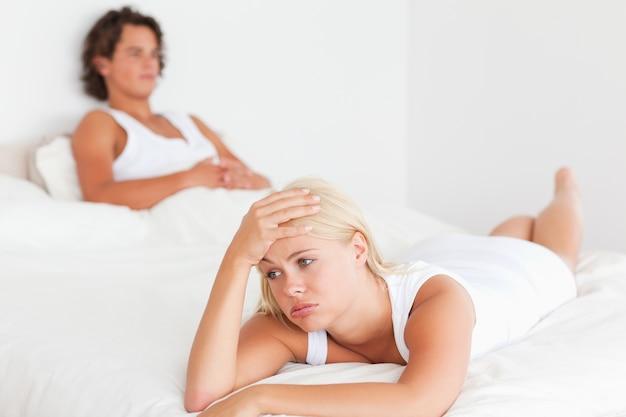 Расстроенная молодая пара