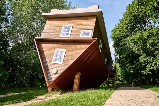 거꾸로 된 집 매력