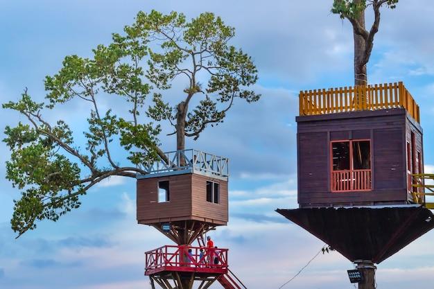 Перевернутый дом туристической достопримечательности в лампунг, провинция в индонезии