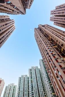 Восходящая перспектива небоскребов в гонконге