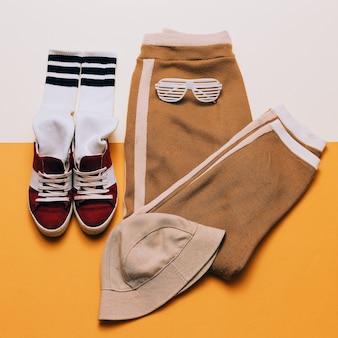 アーバンアクティブスタイル。衣装ダンスセット。パンツ、靴パナマストリートファッション