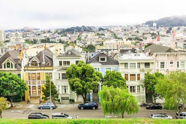 샌프란시스코의 스카이 라인이있는 도시 건축
