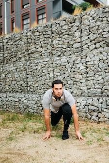 石壁の隣の都市選手