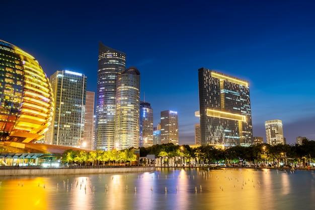 Городской ночной пейзаж современная архитектура