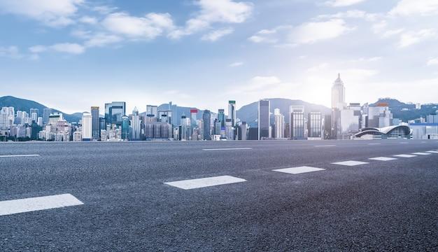 都市道路の地面と建築景観
