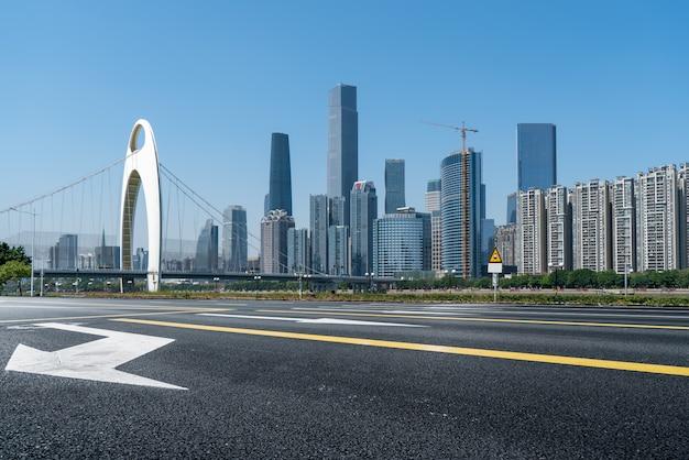 Городские дороги и высотные здания