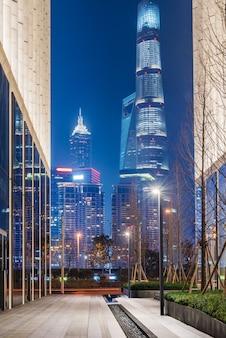 Городской горизонт и современные здания