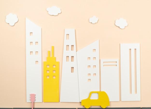 Concetto di trasporto urbano con auto gialla