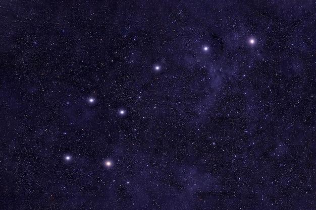 이 이미지의 밤하늘 요소를 배경으로 작은곰자리 별자리가 장식되었습니다...